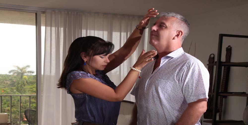 Fotografia mujer terapia de reiki